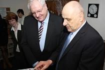 Velvyslanec SRN Detlef Lingemann (vlevo) na návštěvě v Havířov.