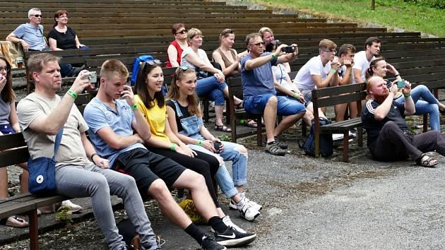 Přehlídka havířovských amatérských kapel nazvaná Festiválek v letním.