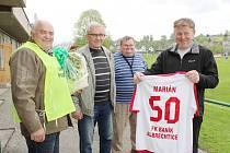 Srdcaři stojí v čele albrechtického klubu. Jedním z nich byl v době naší návštěvy i oslavenec Marián Chmiel (vpravo).
