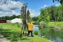 Bogdan Kornas z Karviné vyrábí sochy nejen zvířat z vrbového proutí.