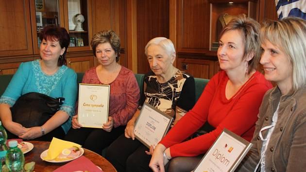 Úspěšným pracovníkům a také obyvatelce Domova seniorů Helios poděkoval primátor Havířova Daniel Pawlas.