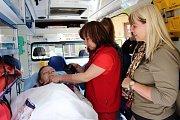 Návštěvníci zdravotní záchranné služby v Karviné si prohlédli vybavení sanitek i samotného stanoviště a získali i informace o poskytování první pomoci a další.