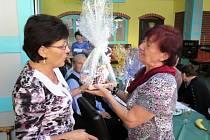 Klub důchodců při Domě s pečovatelskou službou v ulici Mládežnická uspořádal ve čtvrtek odpoledne setkání s jubilanty.