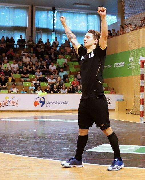 Marek Drzyzga se raduje zvýhry svého mužstva.