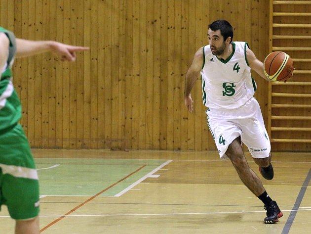 Basketbalisté Karviné stále bojují o čelo tabulky II. ligy.