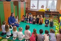 Trenér Tomáš Heczko v jedné z orlovských judo školek.