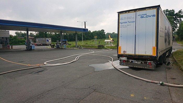 Požár nádrží LPG na benzince v Českém Těšíně.