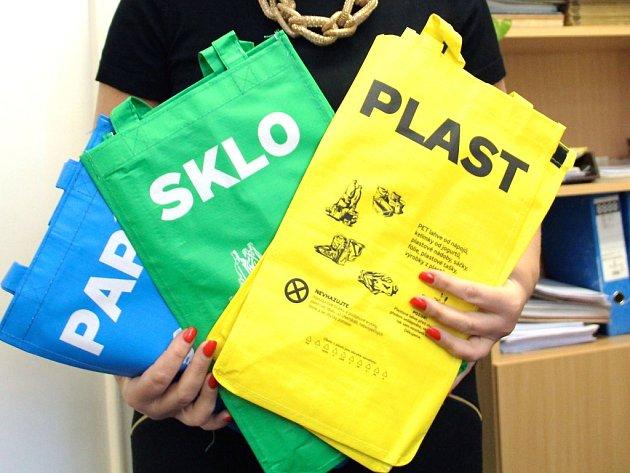 Tašky na tříděný odpad.