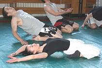 Fyzická příprava a bojové sporty byly jedněmi z aktivit na Dnech bez hranic na karvinské Střední odborné škole ochrany osob a majetku.