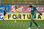 Z utkání Teplice (ve žlutém) - Karviná.