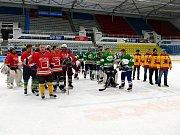 Na ledě havířovského zimního stadionu vsobotu byly odehrány tři hokejová utkání hornických celků. Závěrečný ceremoniál.