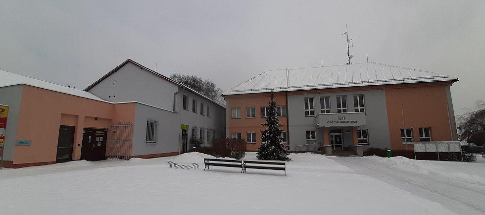 Obecní úřad v Albrechticích.