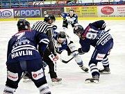 Havířovští hokejisté (v bílém) zdolali Benátky 4:2.
