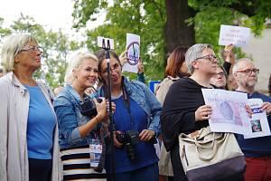 Protestní shromáždění proti stavbě nové antény polského mobilního operátora Play v polském Těšíně.