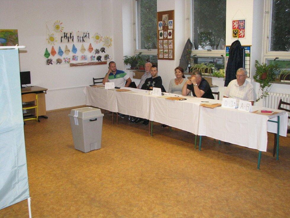 Volební komise, ZŠ Jarošova v Havířově.
