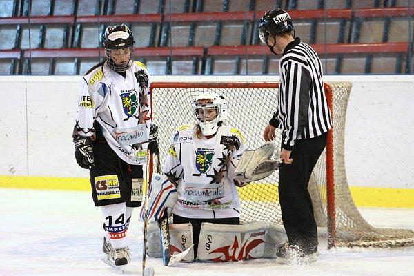 Hokejistky Karviné prohrály se Slavií itřetí a čtvrtý vzájemný duel.
