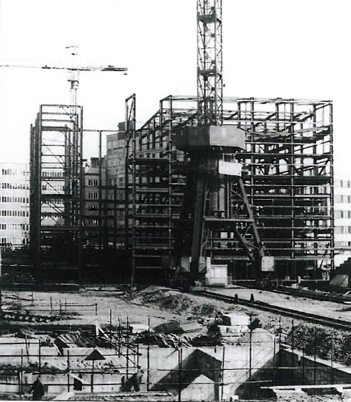 Stonava, Důl Darkov, výstavba objektu vodního prádla a základy objektu  kalolisovny Dolu Darkov.