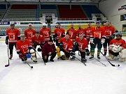 Na ledě havířovského zimního stadionu sehrály vsobotu utkání hornické celky. Na snímku tým Dolu ČSA.