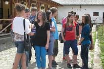 Vedení města ocenilo na statku v Olšinách nejšikovnější děti zdejších základních škol.