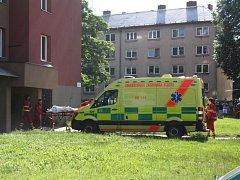 Rok a půl staré dítě museli ve středu dopoledne záchranáři letecky transportovat na popáleninové centrum ostravské fakultní nemocnice.