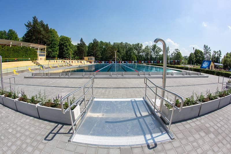 V Havířově bylo v pondělí otevřeno Letní koupaliště Jindřich.