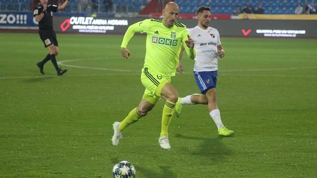 Marek Janečka a další karvinští hráči mají teď hlavy dole.