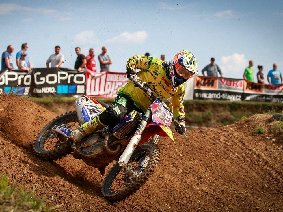 Suverén letošního mistrovství Martin Michek dojel v Petrovicích druhý, ale seriál stále bezpečně vede.