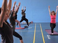 Několik druhů jógy si vyzkoušely návštěvnice sobotního jógového festivalu, který pořádal Spolek Aerobic Club Bohumín.