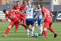 Vítkovice (v červeném) vyhrály ve Znojmě 3:0.