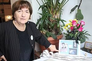 Zdeňka Cichá, členka bohumínského fanklubu Karla Gotta.