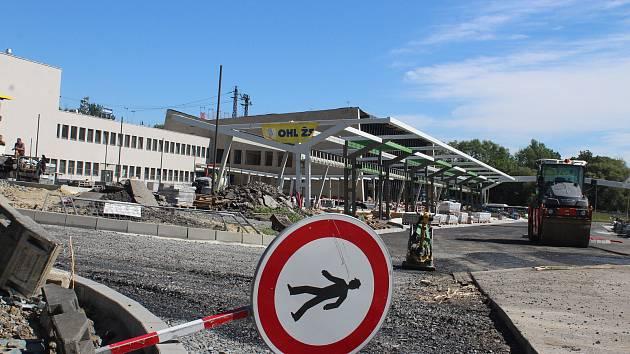 Přestavba prostoru před vlakovým nádražím v Havířově.