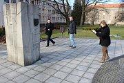 Poznávací procházka Havířovem zaměřená na sochy. Základní kámen Havířova.