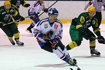 Orlovští hokejisté (v bílém) podlehli doma Vsetínu.