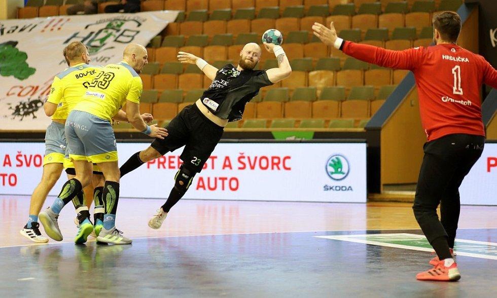 Karvinští házenkáři (v černém) nestačili v úvodním semifinále na Lovosice.
