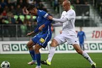 Fotbalisté MFK (vpravo Marek Janečka) nechtějí prohrát potřetí v řadě.
