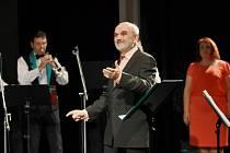 Hudební skladatel Josef Vejvoda oslavil v sobotu v Karviné své 70. narozeniny. Koncert pro něj připravili přátelé z Malé černé hudby.