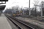 Na karvinském vlakovém nádraží se pilně pracuje. Aktuálně zcela zmizelo třetí nástupiště i dvě koleje a dělníci prostor modernizují.