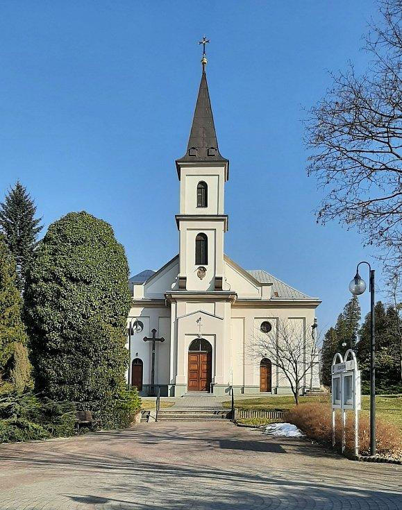Horní Suchá. Katolický kostel v centru obce.