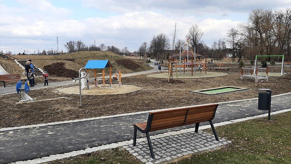 Horní Suchá. Podolkovice, dětské hřiště.