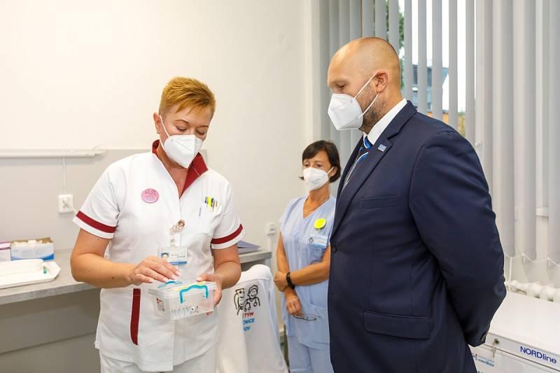 Očkovací centrum se nově přestěhovalo do areálu havířovské nemocnice.