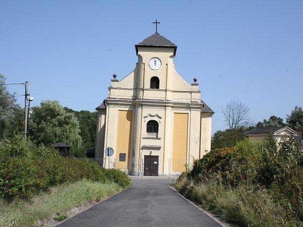Vlivem důlní činnosti kostel sv. Petra zAlkantary klesnul o30 metrů a naklonil se oskoro sedm stupňů. Také proto se mu někdy říká karvinská Pisa.