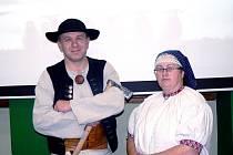 Lenka Koždoňová a Michal Milerski přišli na besedu v goralských krojích a vyprávěli nářečím.
