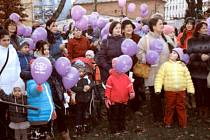 Pouštění balonků s přáníčky Ježíškovi v Karviné.