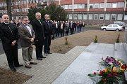 Položení kytic u památníku 108 horníkům, kteří zahynuli při důlním neštěstí 7. července 1961 a také obětem 2. světové války.