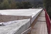 Oprava mostu se dlouho táhla.