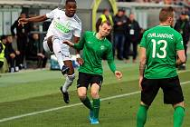 Karvinští fotbalisté (v bílém) si poradili i s Příbramí a na jaře ještě neinkasovali.