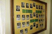 Přehlídka bývalých funkcionářů, trenérů a hráčů Sokola od roku 1933, kdy klub vznikl.