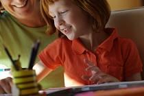 Dětem lze zpestřit domácí výuka různými způsoby.