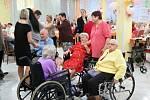 V Domově seniorů Havířov, středisko Luna se v pátek odpoledne konal Tradiční ples. Letošní byl již 22. ročníkem.