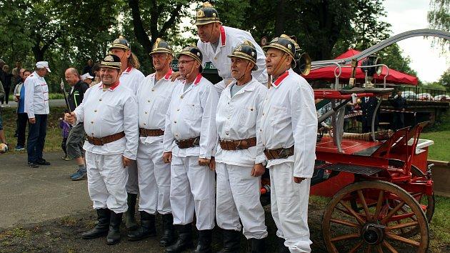 Historické hasičské stříkačky v Petrovicích